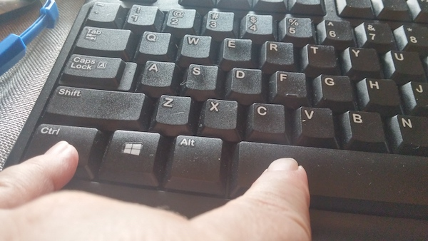 keyboard shortcut to switch between dvorak and qwerty